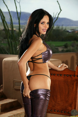 Lucia Tovar in Shiny Pants and Heels - pics 03