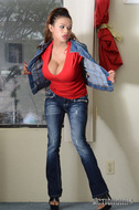 Armie Field Busty Jeans Babe - pics 01