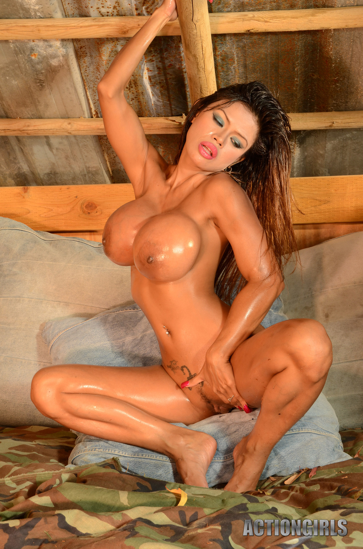Goddess Armie Field Oiled Juggs - picture 05