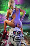 Horny Blond Denise Skull Island - pics 02