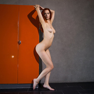 Ariel Spreading her Long Legs - pics 06