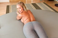 Cool Blonde Babe Tight Pants Porn - pics 13