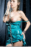 Soaking Wet Busty Babe in Chains - pics 02