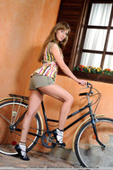 Cycling Slut Showing Pink Pussy - pics 00