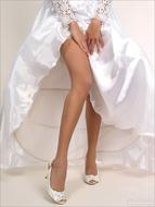 Yummy Pussy in Wedding Dress - pics 02