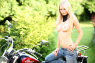 Platinum Blonde Girl Sexy Jeans - pics 01