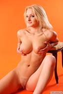 Natural Big Titted Blonde Jessica - pics 02