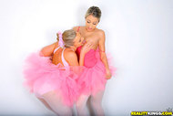Hot Natalia Rossi Ballerinas Fuck - pics 04