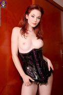 Sexy Justine Joli Leather Corset - pics 01