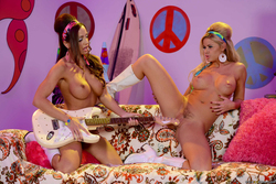 Abigail Mac Jessa Rhodes Hippies - pics 12