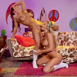 Abigail Mac Jessa Rhodes Hippies - pics 14