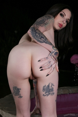 Tattooed Sexdoll by the Fontain - pics 10