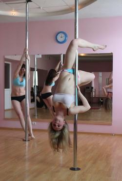 Sexy Amateur Babes Pole Dancing - pics 11