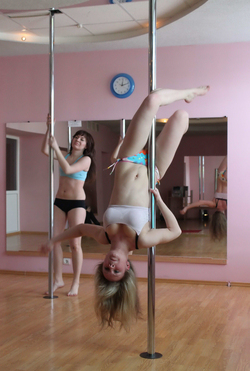 Sexy Amateur Babes Pole Dancing - pics 12