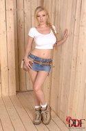 Big titted Donna Bell Wet t-shirt - pics 01