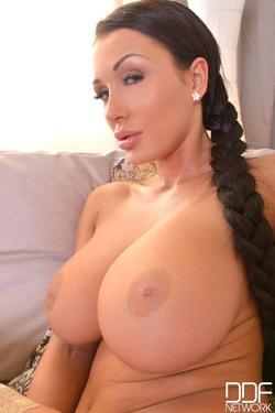 Patty Michova Big Round Boobs - pics 09