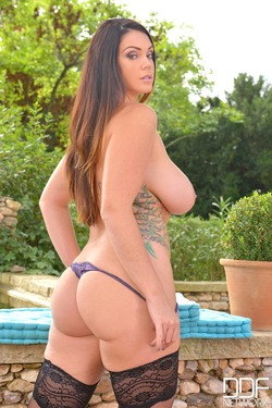 Big Boobed Bombshell Alyson Tyler - pics 10