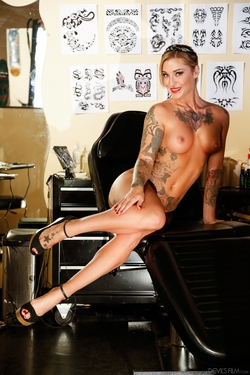 Kleio Valentien Tattoo Saloon Sex - pics 04