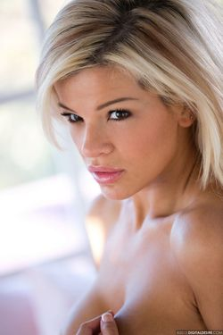 Busty Pornstar Adriana Sephora - pics 12