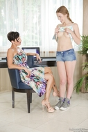 Sweet Lesbians Fuck Each Other - pics 01