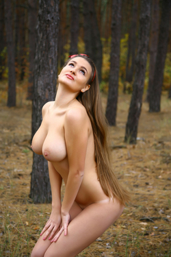 Big Boobed Brunette Beauty Sanya - pics 01