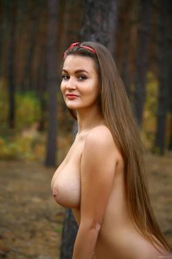 Big Boobed Brunette Beauty Sanya - pics 02