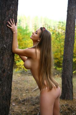 Big Boobed Brunette Beauty Sanya - pics 06