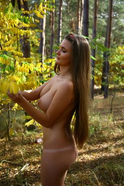 Big Boobed Brunette Beauty Sanya - pics 11