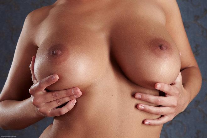 Busty Nude Model Mika Bodana - picture 03