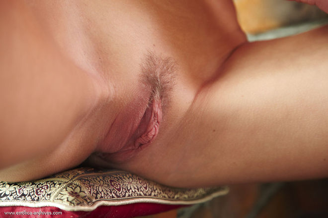 Sexy Loreen Yummy Pussy Lips - picture 06