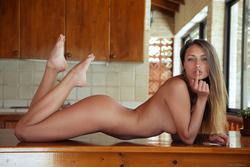 Yarina A Beautiful Angel on the Table - pics 14