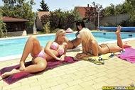 5 Bikini Babes Group Sex - pics 00