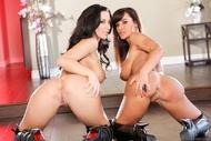 Pornstar Lisa Ann Black Boots - pics 13