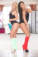 Sporty Lesbians Licking Pussies - pics 03