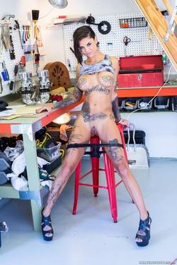 Tattooed Bitch Bonnie Rotten Porn - pics 04