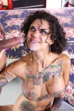 Tattooed Bitch Bonnie Rotten Porn - pics 13