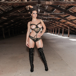 Oiled Babe Nekane in Shiny Boots - pics 01