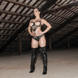 Oiled Babe Nekane in Shiny Boots - pics 02