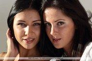 Gorgeous Lesbian Babes Pictures - pics 01