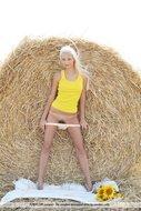 Platinum Blonde Pussy Sunflower - pics 01