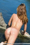 Tight Young Babe in the Water - pics 02
