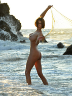 Susi R Big Titted Beauty Seaside - pics 13