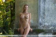 Tall and Busty Bombshell Carisha - pics 05