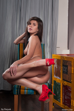 Young Chick Arina B Dirty Posing - pics 16