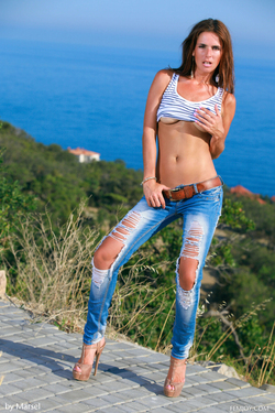Denise Poses in Sexy Ripped Jeans - pics 04