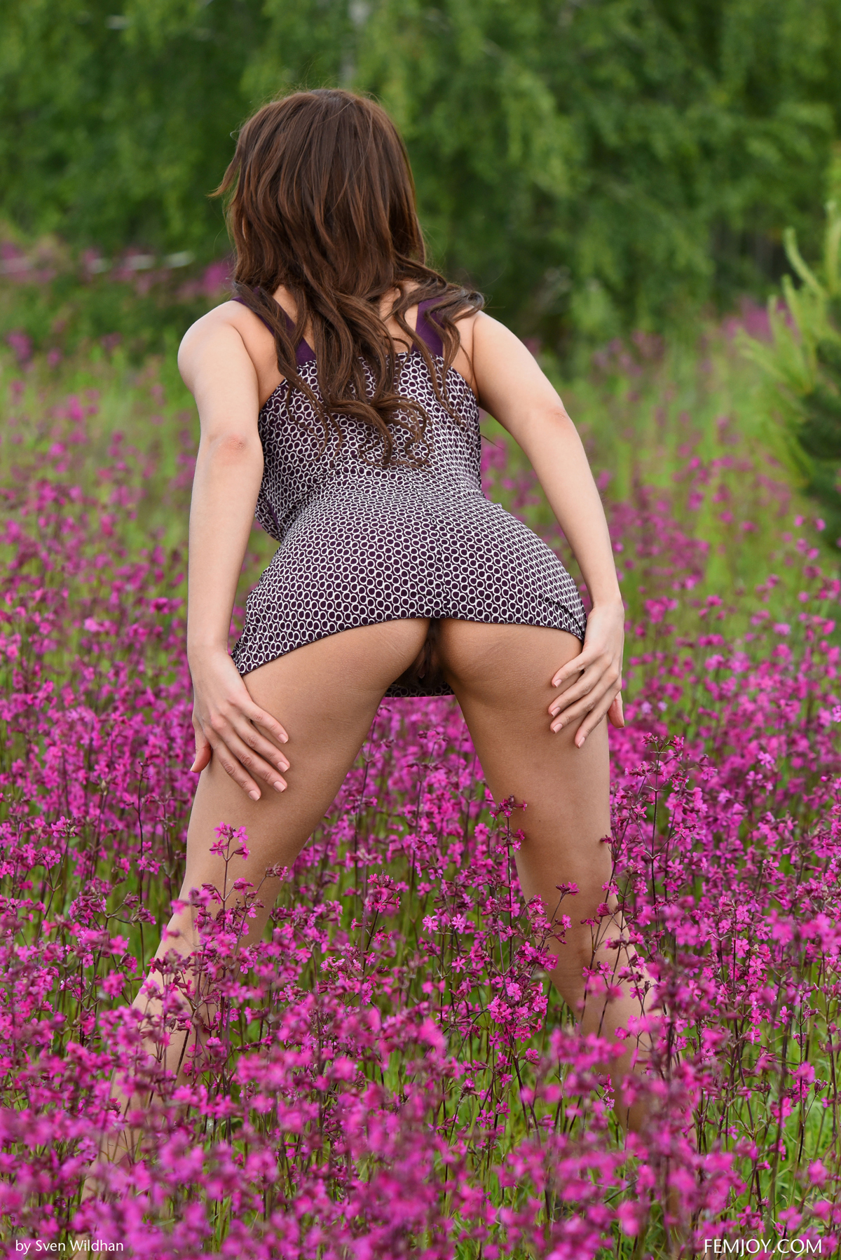 Sexy Bombshell Susi R Hairy Pussy - picture 01