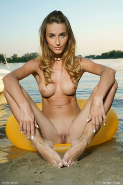 Rena Loves her Big Yellow Float - pics 15
