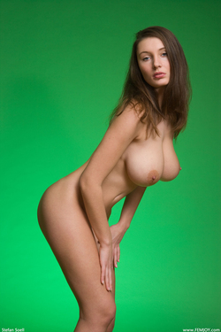 Big Boobed Ashley Framed in Green - pics 03