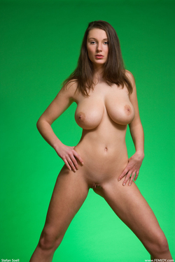 Big Boobed Ashley Framed in Green - pics 08