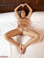 Naked Sexy Babe Kiki Explicit - pics 10